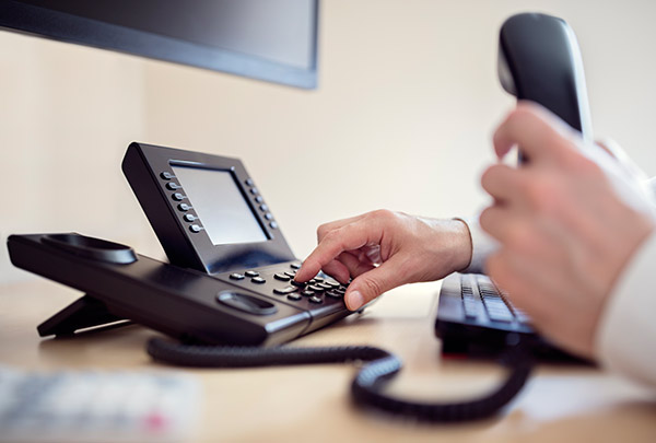 6 Amazing Advantages of VOIP Phone System
